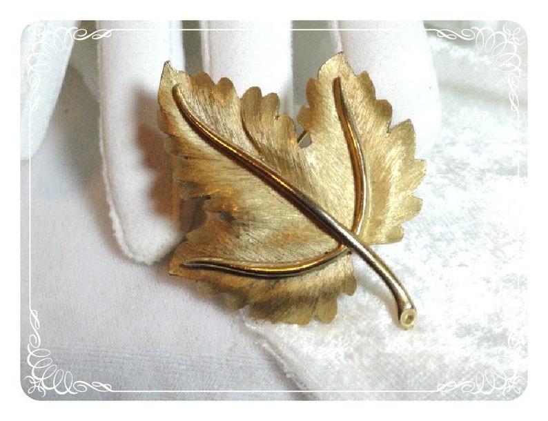 Brushed Gold Tone  Pin-1085a-012312000 Vintage Trifari Leaf Brooch