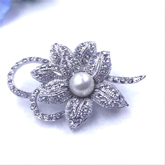 Modern Vintage 1980s 1990s Blingy Floral Pin   Pin-10158a-101219005 Rhinestone /& Faux Pearl Flower Brooch w Clear Rhinestones