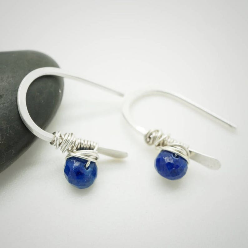 Sterling silver threader earrings Tiny earrings Threader earrings Minimalist silver earrings with lapis lazuli