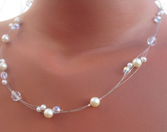 Delicate bridal necklace with glitter and pearls for the wedding