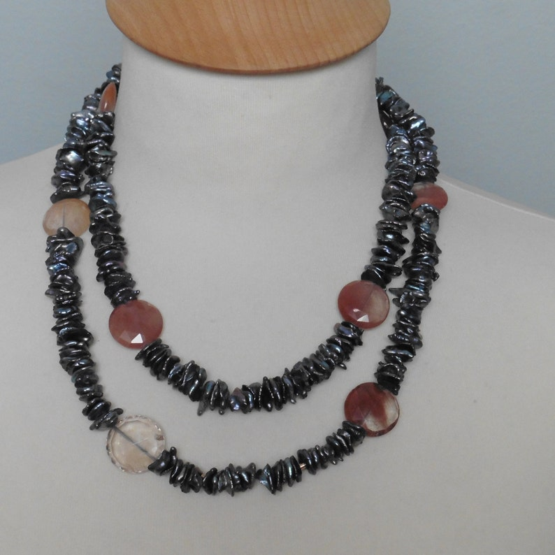 Real pearls long black necklace of keshiperlen and gold image 0