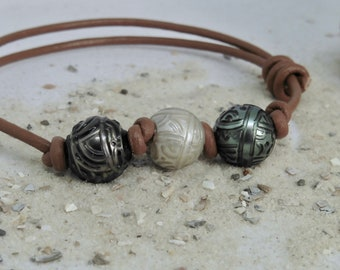 Bracelet carved Tahiti pearls 13/14 mm on leather, jewelry tattoo from Polynesia