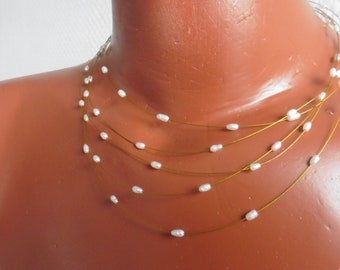 Summery wire chain with fine floating beads
