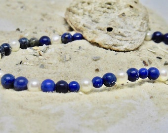 Elastic bracelet with real pearls and lapis lazuli