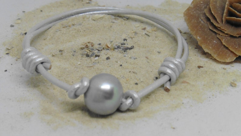 Leather bracelet with very large single pearl in surfer style image 0