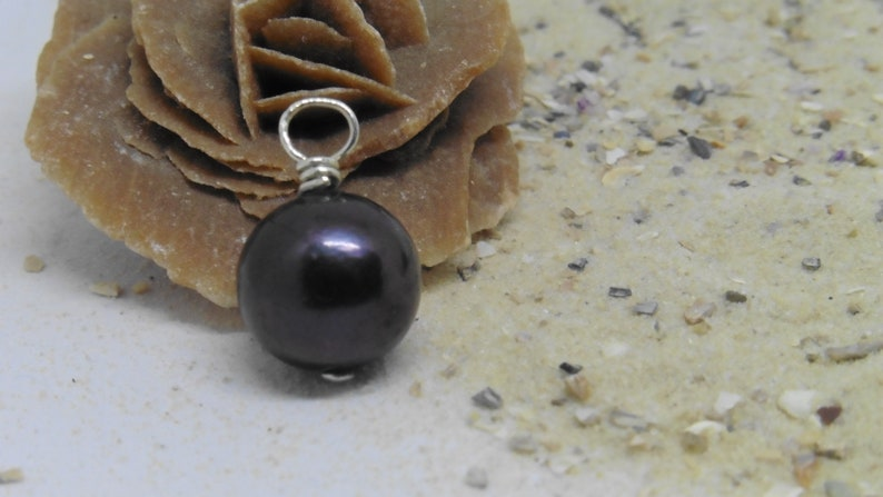 Black pearl natural color floating as a chain pendant large image 0