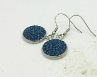Earrings 14 mm with leather of pearl rays in blue or black