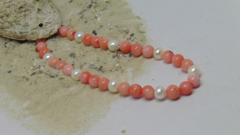 Elastic bracelet with coral and beads image 0