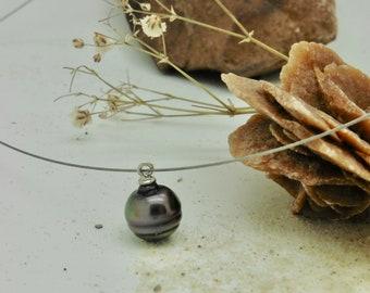 Black Tahiti pearl delicate black-greenish almost round on delicate wire with fine silver lock