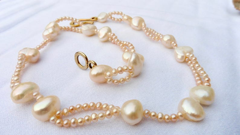 Pearl Collier Pearl Necklace original playful salmon peach image 0