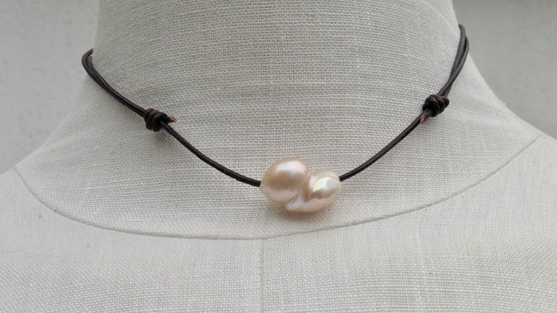 Leather necklace with 1 large baroque pearl image 0