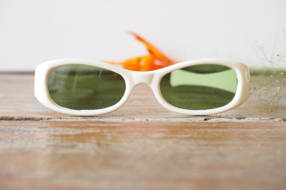 540043301a Vintage 1960 s Sunglasses New Old Stock White Color Frame