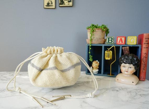 Vintage 1940s Crochet Lucite Drawstring Purse/ Vin
