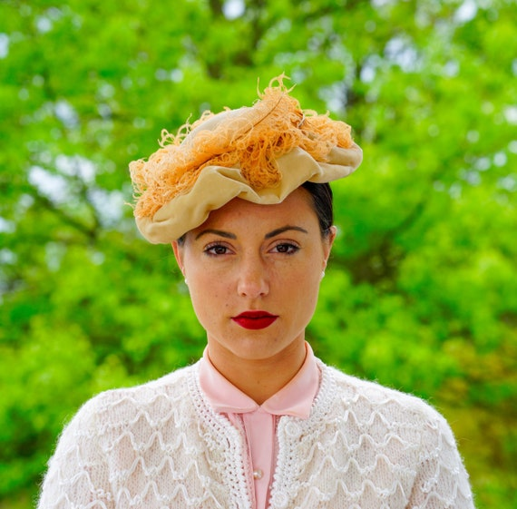 Vintage 1940s Velvet Hat with Feather, Vintage Toq