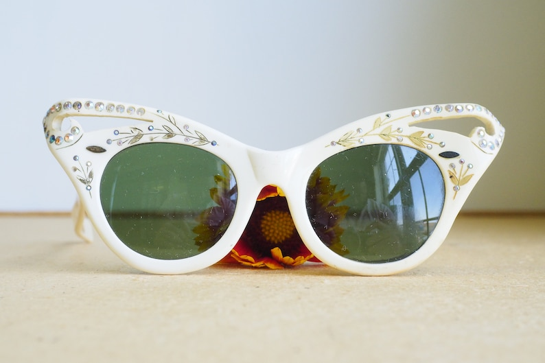 5a2ff09bd5 Vintage Cat Eye Sunglasses 1960 s Sunglass With