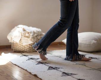 Scandinavian arrow wool rug, Minimalist area carpet, Traditional textile decoration, Tribal carpet, Office Hotel decor