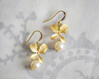 Orchid Earrings, Bridal Jewelry, Wedding Earrings, Gold Earrings, Pearl Earrings, Bridal Earrings, Bridal Jewelry. GOLD or SILVER, Pearls