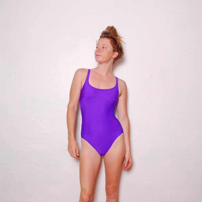 39cdb7c7ddeb9 80-te mały kostium kąpielowy purpurowy niebieski Roxanne   Etsy