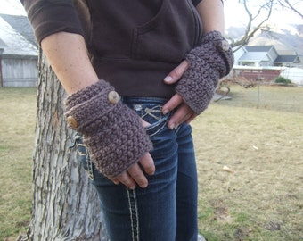 Fingerless gloves brown with tan buttons