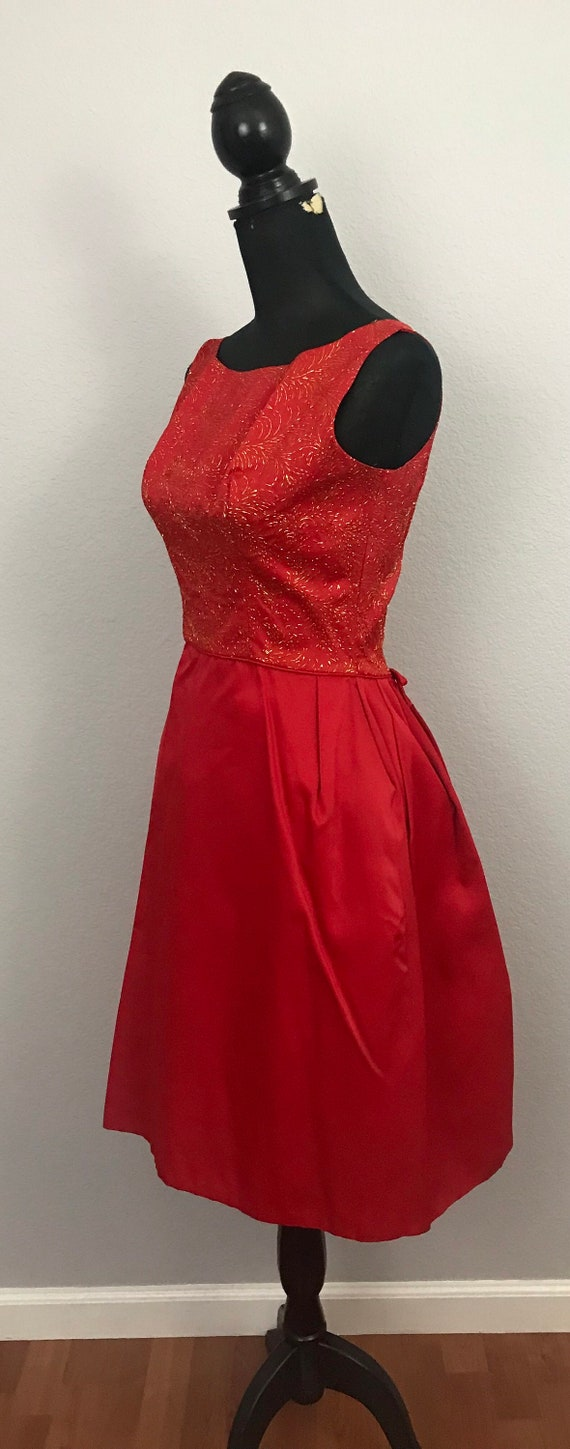 1950s red dress with gold lurex - image 5