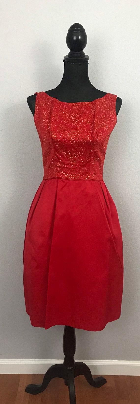 1950s red dress with gold lurex - image 3