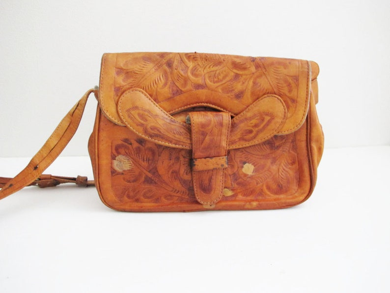 Vintage Tooled Leather Bag - Mexican Leather Crossbody Purse - Mexican  Shoulder Bag - Bohemian Leather Purse - Hippie Bag - 70s Purse 24c8632a4e194