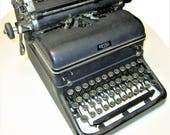ROYAL Desktop Typewriter, rare KMM 1938 (1st yr of production). Great Condition