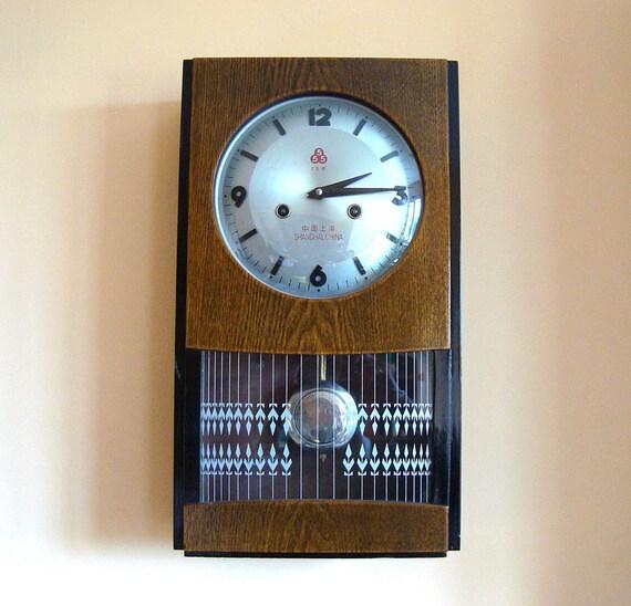 Horloge murale mouvement shanghai bois verre salon horloge etsy for Horloge murale verre