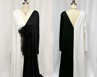 SALE Sophisticated Vintage Rue Rodeo Black   White Dressing Gown Caftan  Evening Gown Grand Sweep Skirt vintage lounger caftan fa92ce8a0