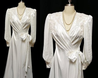 Gorgeous Vintage Jonquil Diane Samandi Bridal Satin Dressing Gown Peignoir  Chantilly Lace Appliques Sequins Pearls Pleated Sleeves   Bow d18541e53