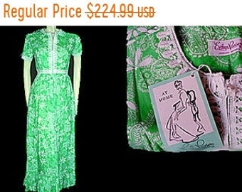 20% off Memorial Day Sale Vintage Evelyn Pearson Dressing Gown New with Tag vintage dress vintage nightgown 50s dressing gown 60s dressing g
