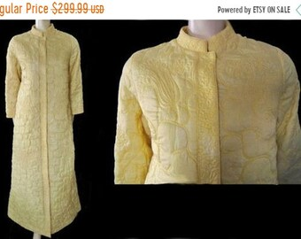 BIG SALE Vintage 60s Neiman Marcus Quilted Robe Made in Hong Kong Rayon  Silk Twist of Lemon quilted robe vintage robe dressing gown 60s robe 2def55684