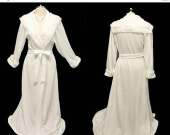 BIG SALE Vintage Gilligan OMalley Fancy Lace Embroidered Washable White  Sweater Robe dressing gown bridal robe glamorous robe vintage dress 8d8856d3f