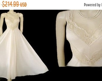 7974cc3fef AFTER CHRISTMAS SALE Vintage Olga Nightgown Grand Sweep 16 Feet Spandex Lace  Chevrons Moonglow vintage nightgown ivory nightgown spandex nig