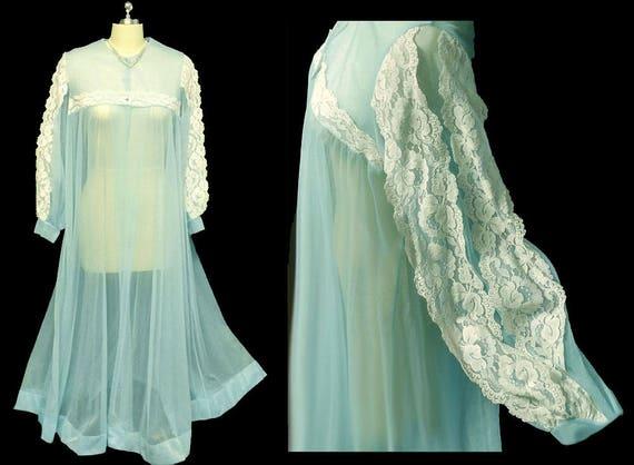 Vintage Le Voy Lace sheer Peignoir Cherub lace pei