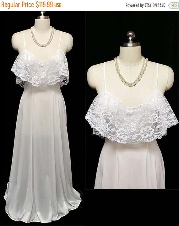 CLEARANCE SALE Vintage Exquisite Lace Ruffle Night