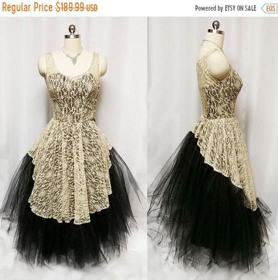 HOLIDAYSALE2020 Vintage 1950s Black & Ivory Lace V