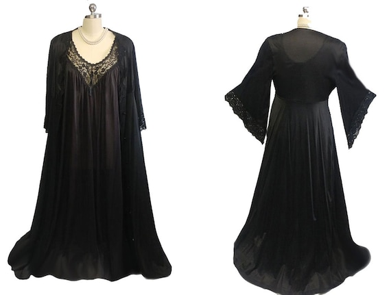 Glamorous Vintage Black Lace Peignoir with Huge An