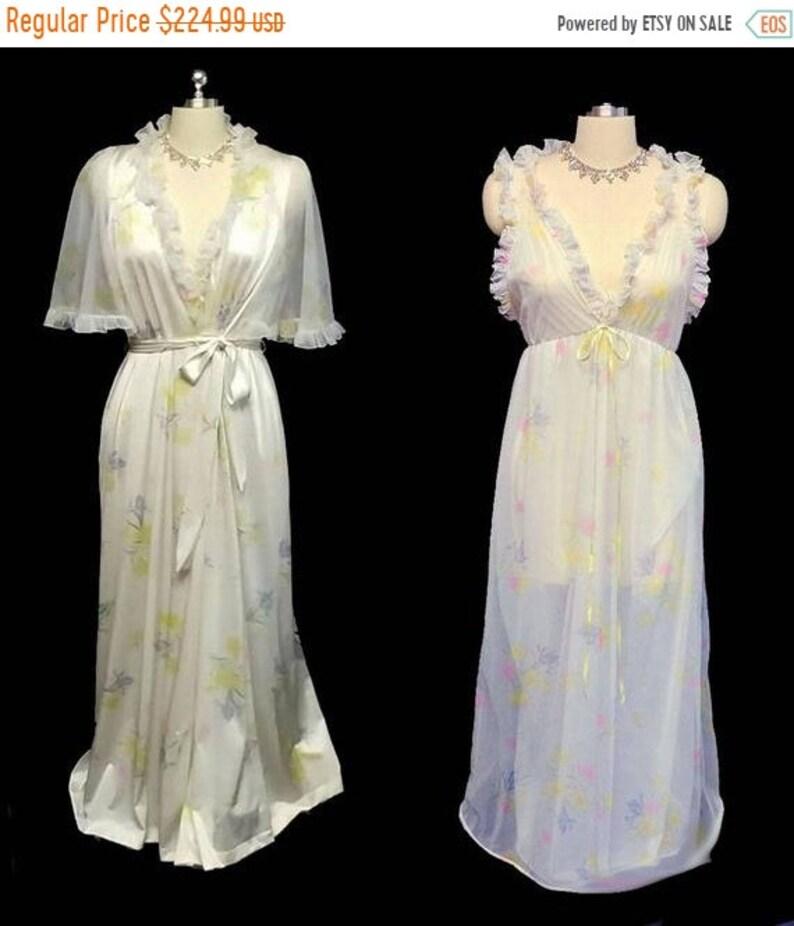 BIG SALE Vintage White Ruffle Floral Peignoir   Double Nylon  bb16e3300