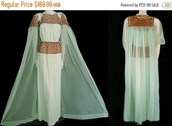 HOLIDAYSALE2020 Vintage Munsingwear Lace Satin Bow