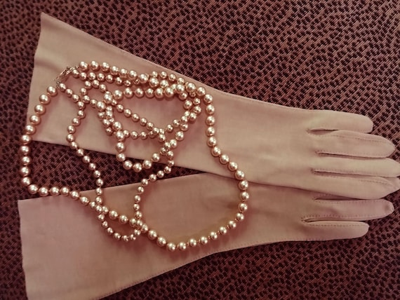 Vintage 60s Elegant Gant Madeleine Buckskin Saddle