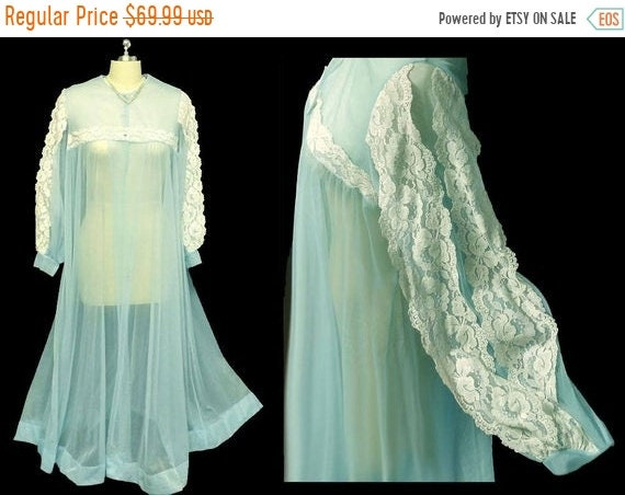 CLEARANCE SALE Vintage Le Voy Lace sheer Peignoir