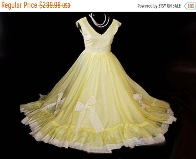 Fall Sale Vintage 50s Southern Belle Grand Sweep Metal Zipper Prom Dress Ball Gown Evening Gown Over 42 Feet Circumference Vintage Dress