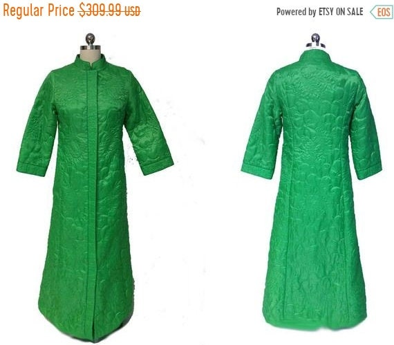 CLEARANCE SALE Vintage 60s Goldwaters Quilted Robe