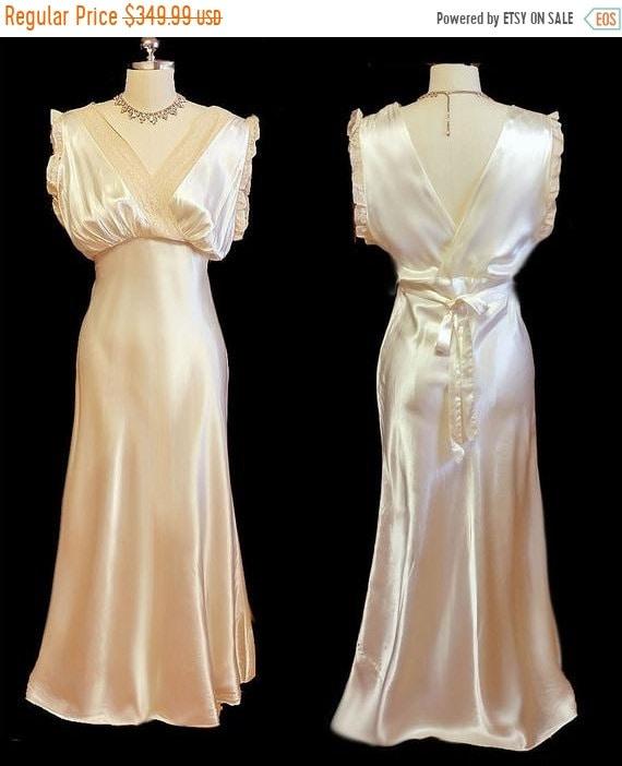 CLEARANCE SALE Glamorous Vintage 30s 40s Ivory Sat