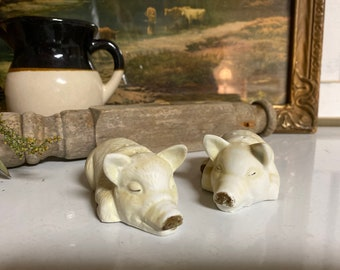 Artmark Vintage Pig Salt Pepper Shakers / Country Home / Farmhouse Kitchen