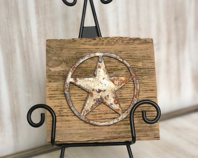 "Rusty Metal ""TEXAS STAR"" on Rustic Reclaimed Cedar Wood - Ready to Hang - Primitive Farmhouse Sign"