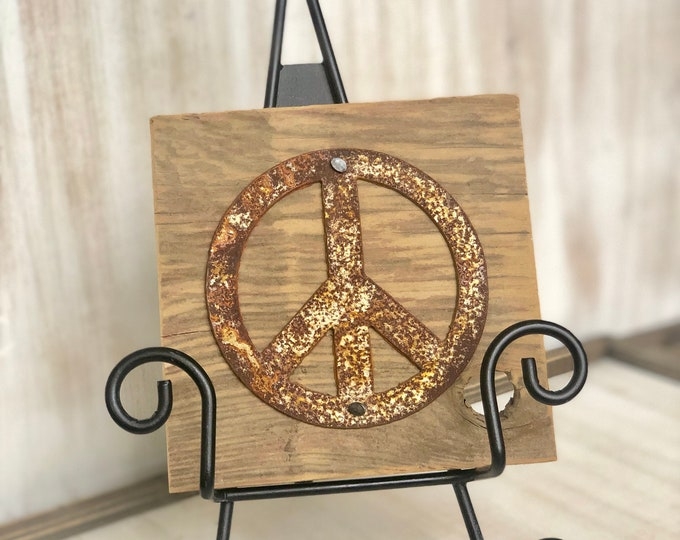 """Rusty Metal """"PEACE SIGN"""" on Rustic Reclaimed Cedar Wood - Ready to Hang - Primitive Farmhouse Sign"""