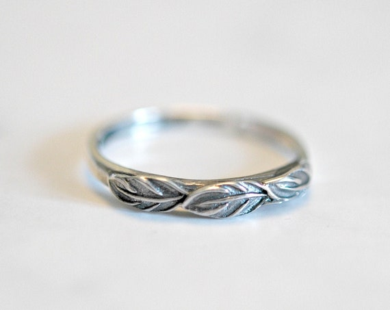 Sterling silver leaves ring, stacking rings for women, silver leaf ring, minimalist ring, botanical jewelry, nature inspired