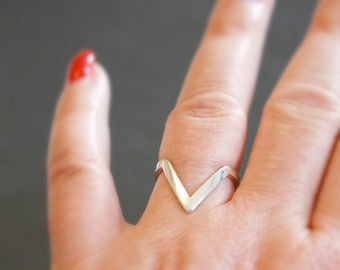 Sterling silver chevron ring, silver stacking ring, v ring, minimalist ring, rings for women, arrow ring, geometric jewelry, statement ring